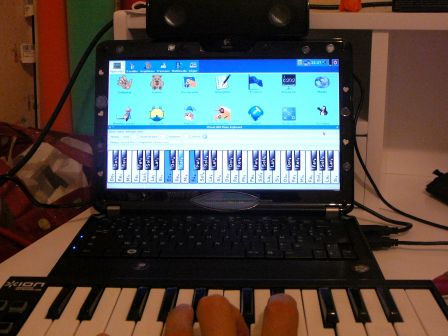 MIDI piano keyboard + USB loudspeakers